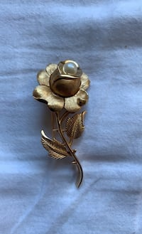 Trifari flower pin Rockville, 20850