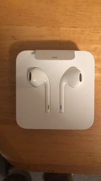Apple Earbuds (not AirPods) with dongle  Quaker Hill, 06375