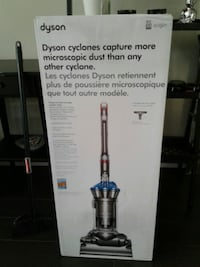 Dyson DC33 vacuum cleaner box Vancouver, V5Y