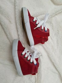 pair of red-and-white low top sneakers Cohoes, 12047