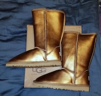 RETIRED Ugg Gold Metallic Boots 8 NIB Retired Hyattsville