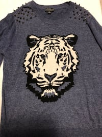 gray and white crew-neck t-shirt Edmonton, T5R 1B3