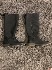 Pair of black leather boots Coquitlam, V3K 6T8