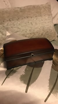 BOMBAY Woden Jewelry Music Box $30