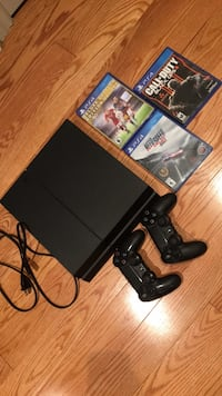 Sony ps4 500gb with 2 controllers and 3 games  Toronto, M3B 1S5