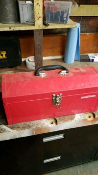 red and black metal tool chest Montréal, H4K 1E1