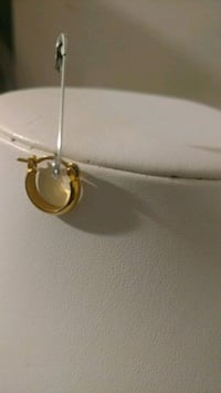 10 KARATS GOLD FILLED SINGLE EARRING. NEW BRAND.  Calgary, T3G 4A5