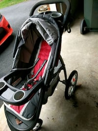 baby's black and red jogging stroller 11 km