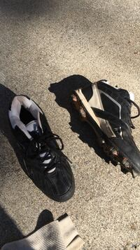 Size 9.5 cleats for sports Rustburg, 24588