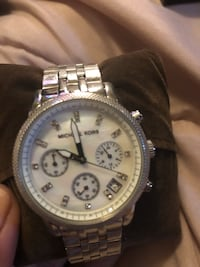 round silver chronograph watch with silver link bracelet Seat Pleasant, 20743