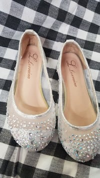 pair of white leather flats Little River, 29566