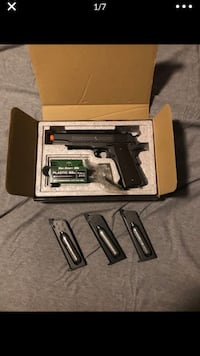 Airsoft m1911 co2 pistol with 3 mags, bbs, and box ( not real gun ) Phoenix, 85050