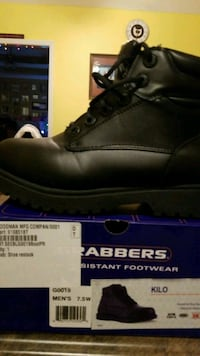 unpaired black leather work boot with box 566 mi