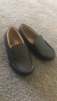 Toddler's size 11 black leather loafers