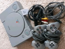 Play Station 1 + controllers