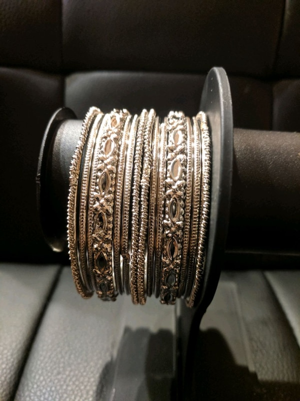 bangle set 6af60550-94fb-4bea-b8c2-f4546431e486
