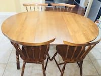 Solid maple wood dining table set with Hutch in mint condition  Mississauga, L5W 1J6