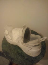 pair of white Nike Air Huarache shoes Montréal, H8T 1Y2