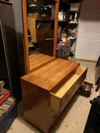 brown wooden desk with mirror Welland, L3B 5N5
