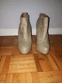 Size 9 Beige leather platform booties  Toronto, M6M