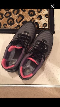 pair of black-and-red Nike running shoes Whitby, L1N 2J2