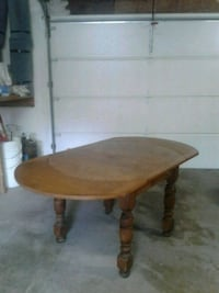 """Solid oak dining room table 44"""" wide with extensions 66"""" Ebensburg, 15931"""