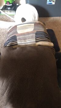 4 couch pillows  El Paso, 79925