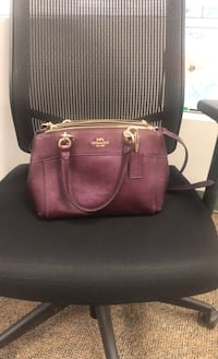 Genuine coach purse purple Baltimore, 21227