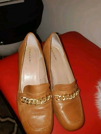9m pair of brown leather pointed-toe flats Brampton, L7A 0K8
