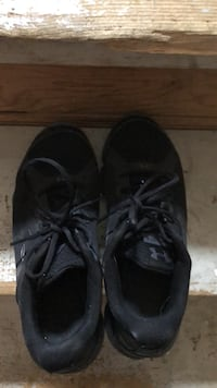 Under armer black woman size 10 shoes make me an offer  Mississauga, L5N 1Y6