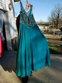 Size 22 formal worn once  Moro, 72368