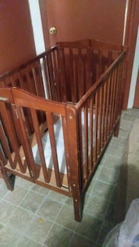 brown wooden crib with changing table Laredo, 78041
