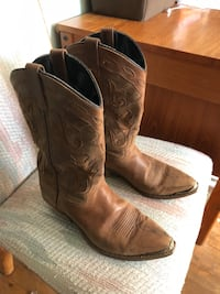 Pair of brown leather cowboy boots Grapevine, 76051