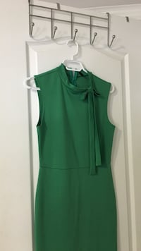 Green dress size M never worn. Vaughan, L4H 0X9