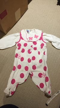 Baby's white and pink polka dot onesie Richmond Hill, L4E 4W7