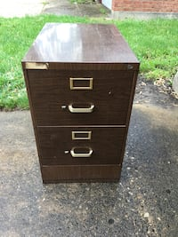 Legal size 2 drawer filing cabinet with hanging files