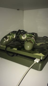 green and black camouflage Sony PS4 controller Keizer, 97303