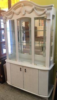 Contemporary Style China Cabinet with Mirrored Interior Philadelphia