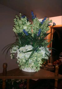 Beautiful decorative flowers with beautiful vase St. Louis, 63125