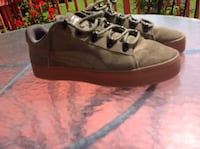 Unpaired brown leather low-top sneaker puma suede only wore once size 9.6 Woodbridge, 22193