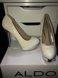 Size 9 Aldo white pumps Richmond Hill, L4C