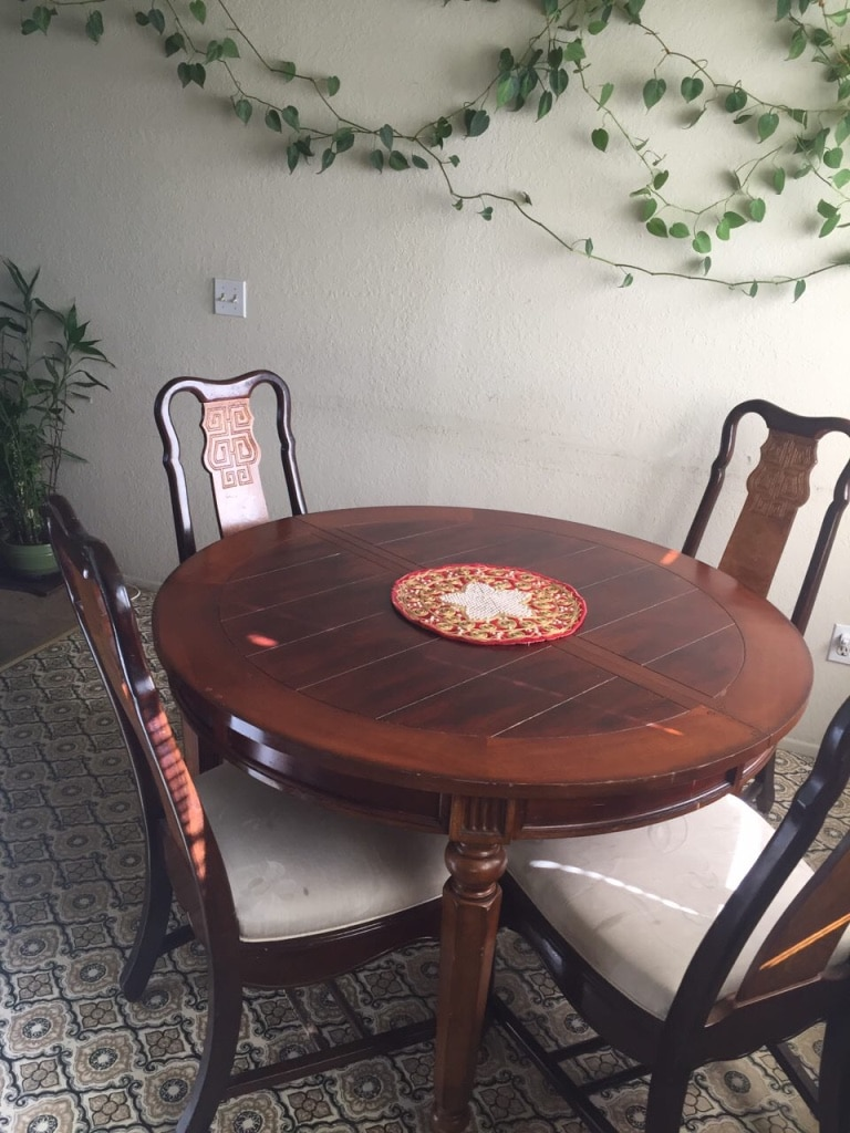used round brown wooden chair with four white padded parson chairs rh us letgo com