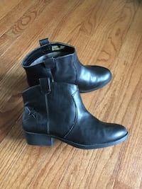 Women's/Girls ankle boots. New. Size 5 Naperville, 60540