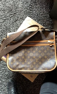 Louis Vuitton Shoulder Bag Calgary, T2T 0R5