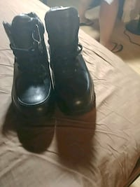 pair of black leather boots Bronx, 10460