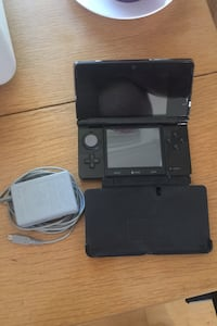 Nitendo 3DS and charger stand