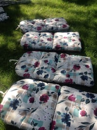 4 like new chair cushions West Deptford, 08086