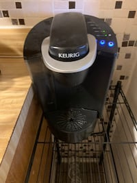 Keurig coffee machine with reusable coffee cups