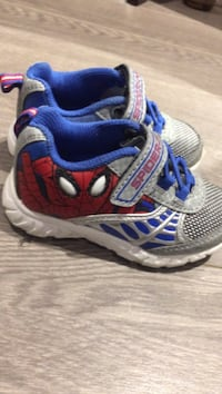 Spider-Man light up shoes size 6 toddlers St. Clements