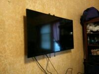 32 inch tv with wall mount San Antonio, 78214